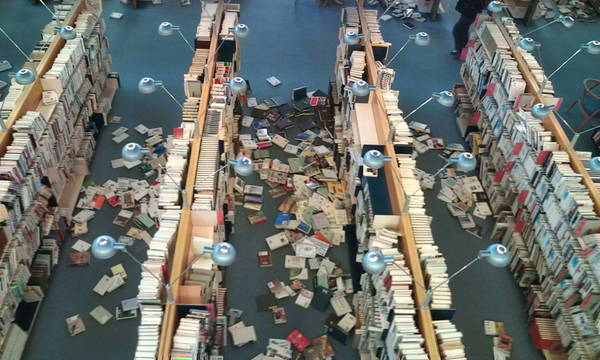 japan earthquake 2011 damage. 図書館の被害画像(2011年東北