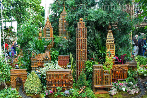 Nyc landmarks recreated with twigs and plant matter Botanical garden train show