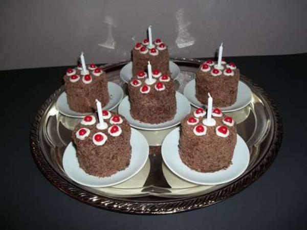 Chocolate Bonfire Cupcakes With Flakes And Jelly Sweets