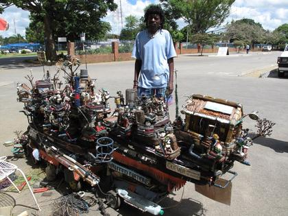 Dexter Nyamainashe créateur de sculptures animées, kinetic artist in Zimbabwe  dans MECHANICAL SCULPTURES