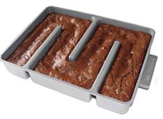 Labyrinthine brownie pan